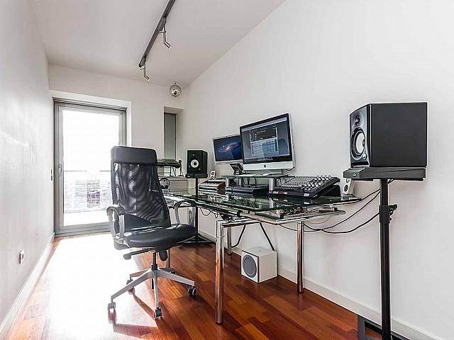 Moderner Wohnbereich im luxuriösen Penthouse zum Verkauf in Diagonal Mar