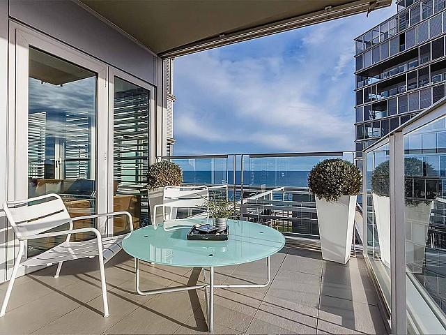 Grande terrasse dans un appartement de luxe en vente à diagonal mar à barcelone