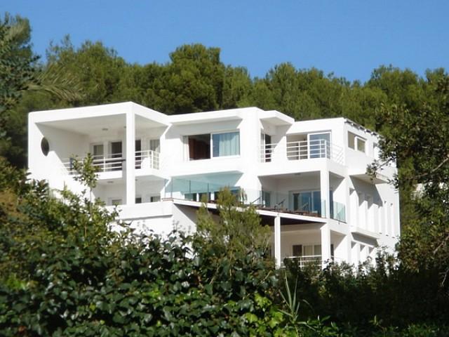 Villa moderna con vistas panorámicas en Can Furnet