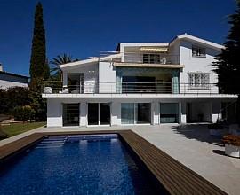Продается элитный дом в престижном коттеджном поселке в Ситжесе