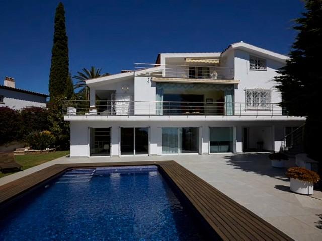 Exklusiv und Privathaus zum Verkauf in Urb. Luxus Sitges