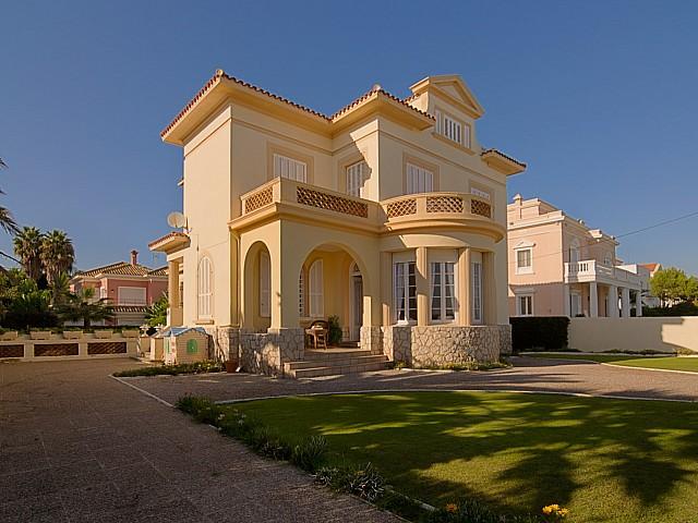 Demeure de style colonial en vente en face de la mer à Sitges