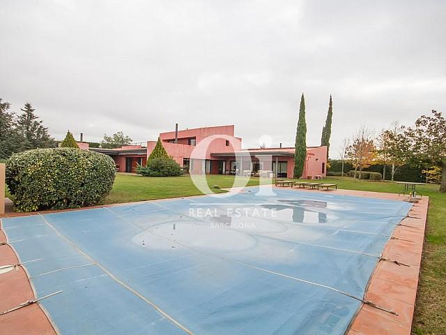 Продается дом рядом с полем для гольфа в Перелада, Жирона