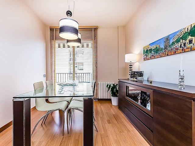 Charmante salle de séjour dans un appartement de luxe en vente à Poblenou à Barcelone