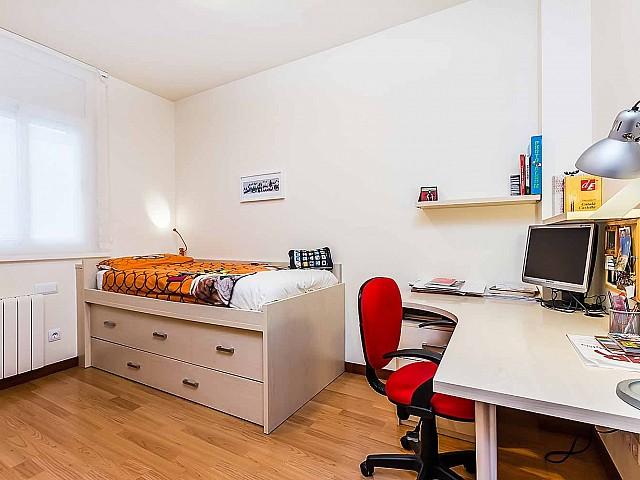 Heller Wohnbereich des fantastischen Penthouse zum Verkauf in der Rambla del Poblenou in Barcelona