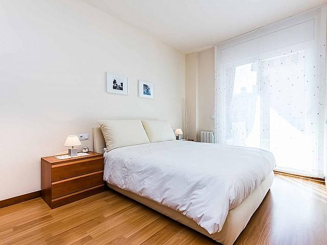 luminoso-dormitorio-doble-lujoso-atico-en venta-barcelona-poble-nou
