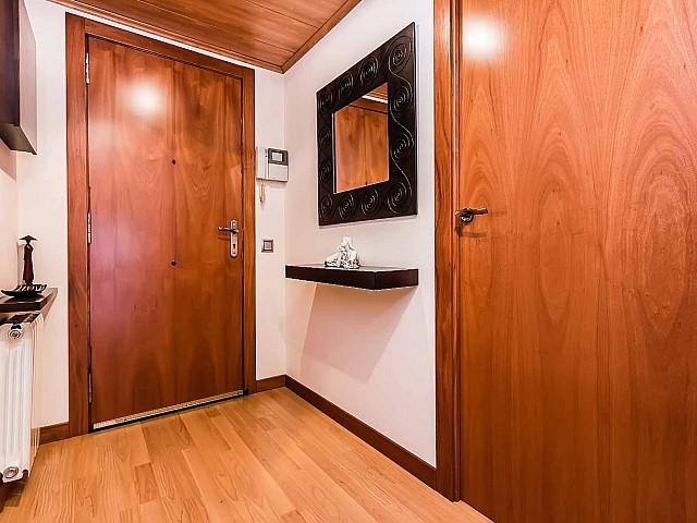 Hall d'entrée dans un appartement de luxe en vente à Poblenou à Barcelone