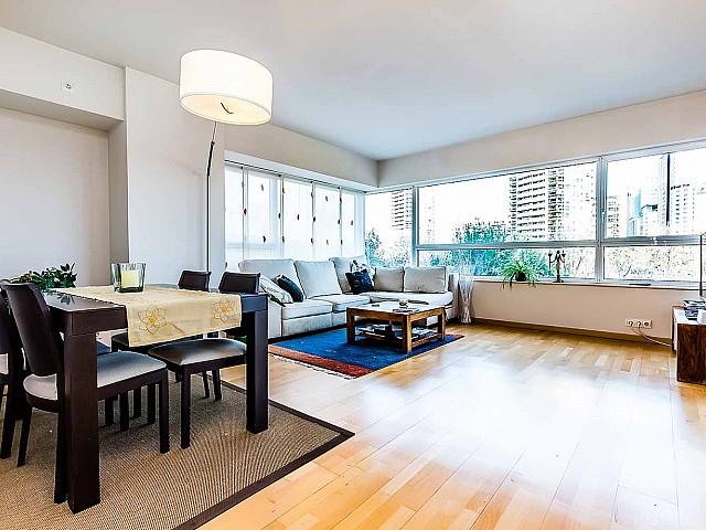 просторная-экстравагантная-гостиная-купить-элитную-недвижимость-в-барселоне
