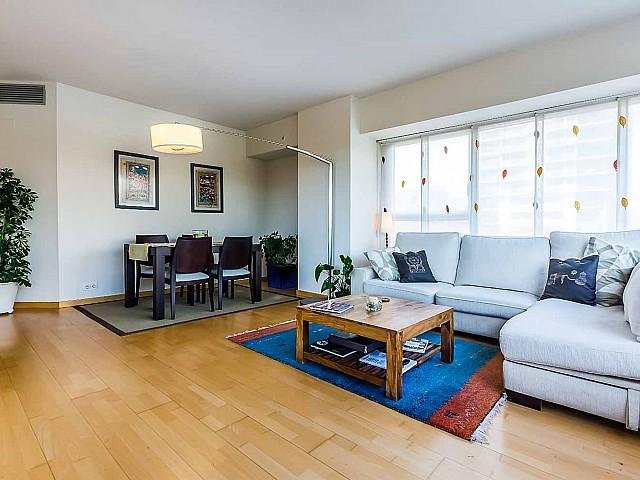 Lumineux salon dans un appartement de luxe en vente à Diagonal mar à Barcelone