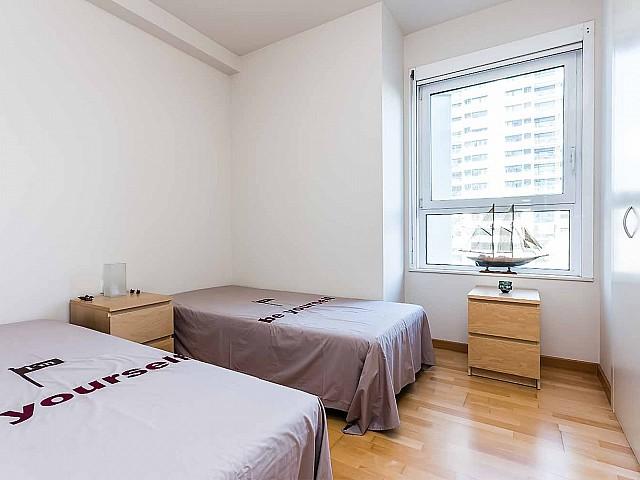 Heller Schlafbereich der Luxus-Wohnung zum Verkauf im Paseo de Garcia Faria, Diagonal Mar
