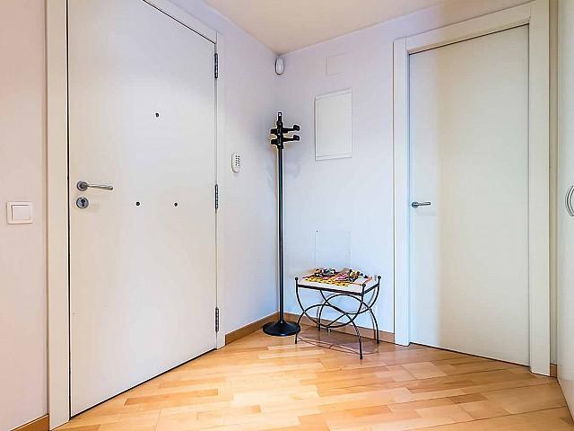 bonita-entrada-apartamento-de lujo-diagonal-mar-barcelona