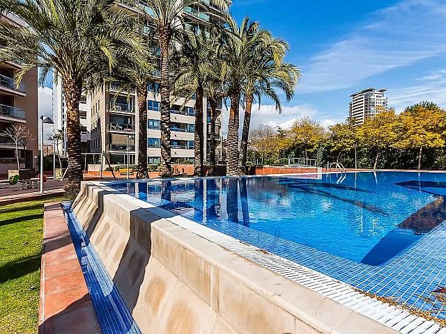 Extérieur avec piscine d'un appartement de luxe en vente à Diagonal mar à Barcelone