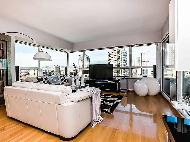 Salon lumineux dans un appartement de luxe en vente à Diagonal mar à Barcelone