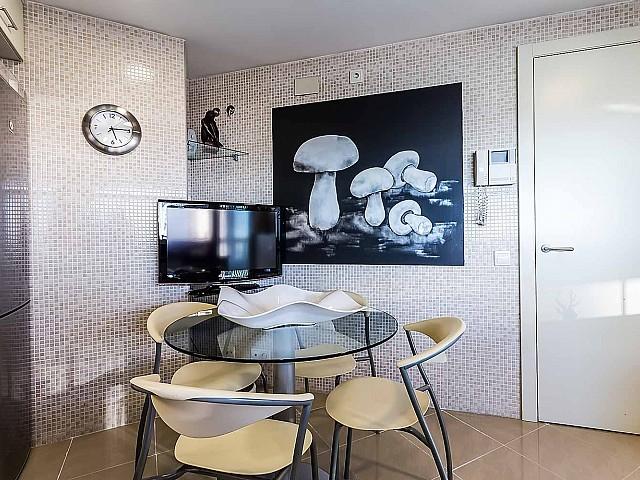 Cuisine spacieuse et équipée dans un appartement de luxe en vente à Diagonal mar à Barcelone