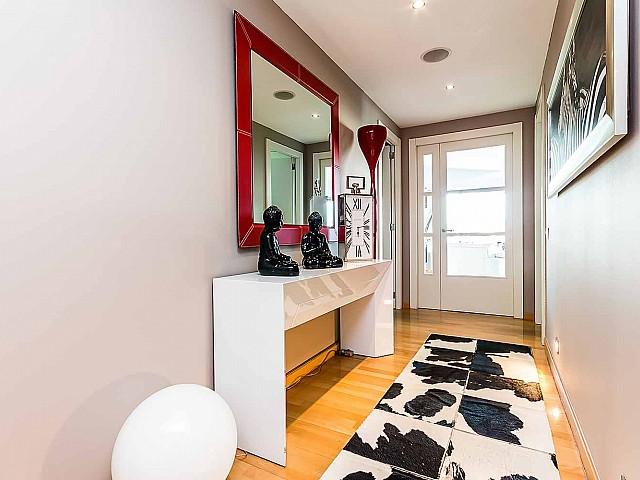 Роскошная-квартира-Диагонал-Мар-Барселона-на-продажу-прихожая
