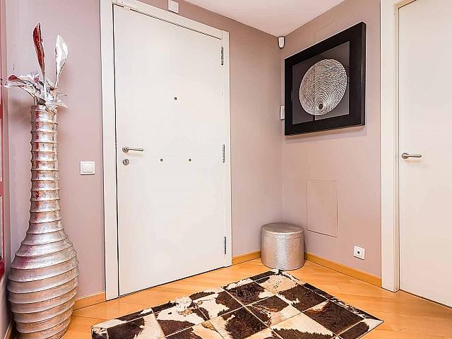 Moderno recibidor-lujoso-apartamento-en venta-Barcelona-Diagonal Mar-