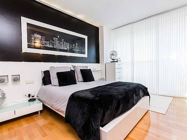 Calido dormitorio principal-lujoso-apartamento-en venta-Barcelona-Diagonal Mar