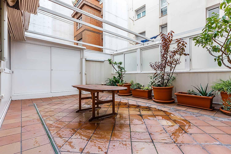 vista de terraza en piso en venta en el Paralelo de Barcelona