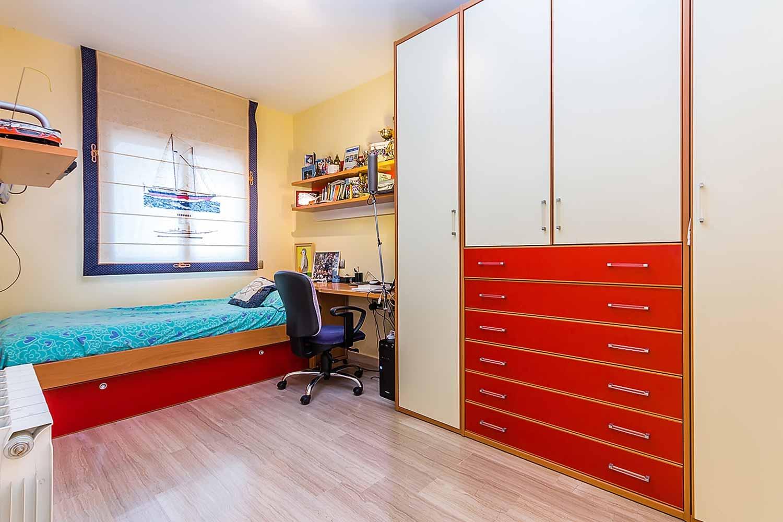 vista de habitación en piso en venta en el Paralelo de Barcelona