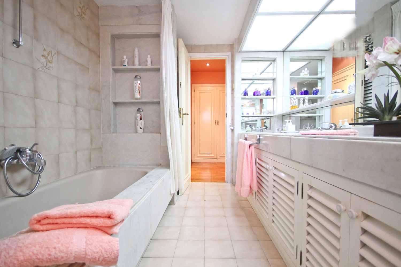 bathroom, marble, bight, bath, white, door,  mirror