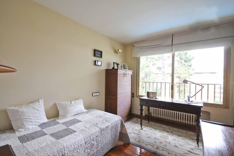 room, bedroom, bright,  single bedroom, bed, window, furniture