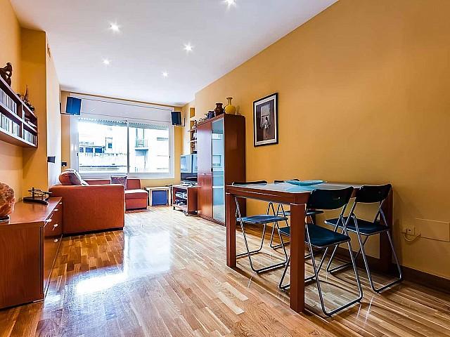 vista del comedor de piso en venta en Barcelona Barrio de Gracia