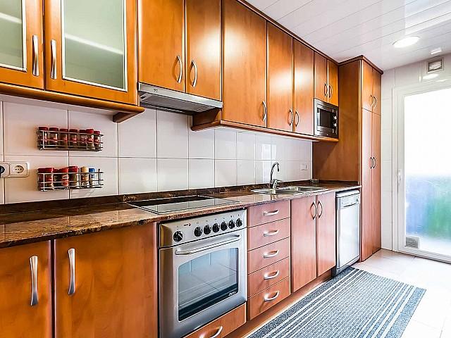 Cuisine équipée dans un appartement de luxe en vente à Gracia à Barcelone