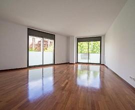 Schöne renovierte Wohnung in Josep Tarradellas, Barcelona zu verkaufen