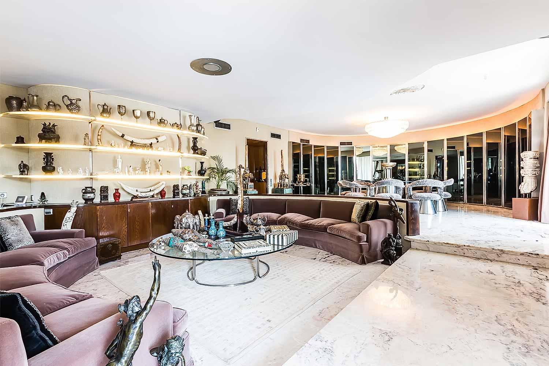 Fantástico salón con muebles de diseño