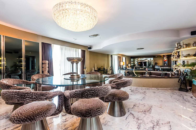 Belle et spacieuse salle à manger dans appartement luxueux en vente à Barcelone