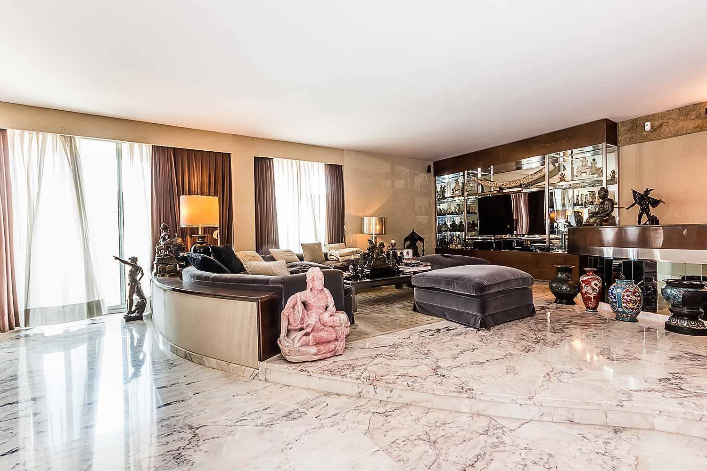 Luminoso salón de piso con mucho carácter en venta en Sarrià-Sant Gervasi