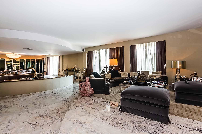 Salon spacieux et lumineux dans appartement luxueux en vente à BArcelone