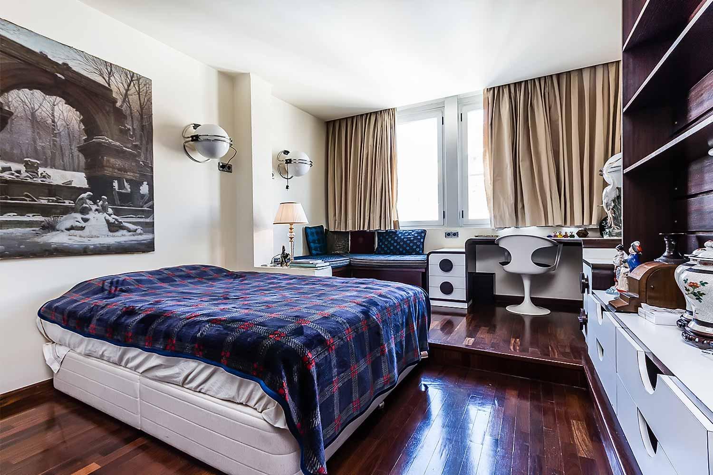 Espacioso dormitorio de piso con mucho carácter en venta en Sarrià-Sant Gervasi