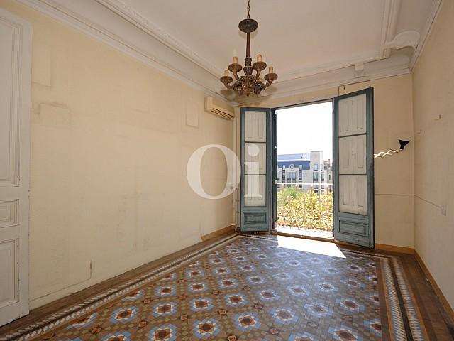Продается шикарная квартира в здании эпохи модерн в Эшампле Дрета