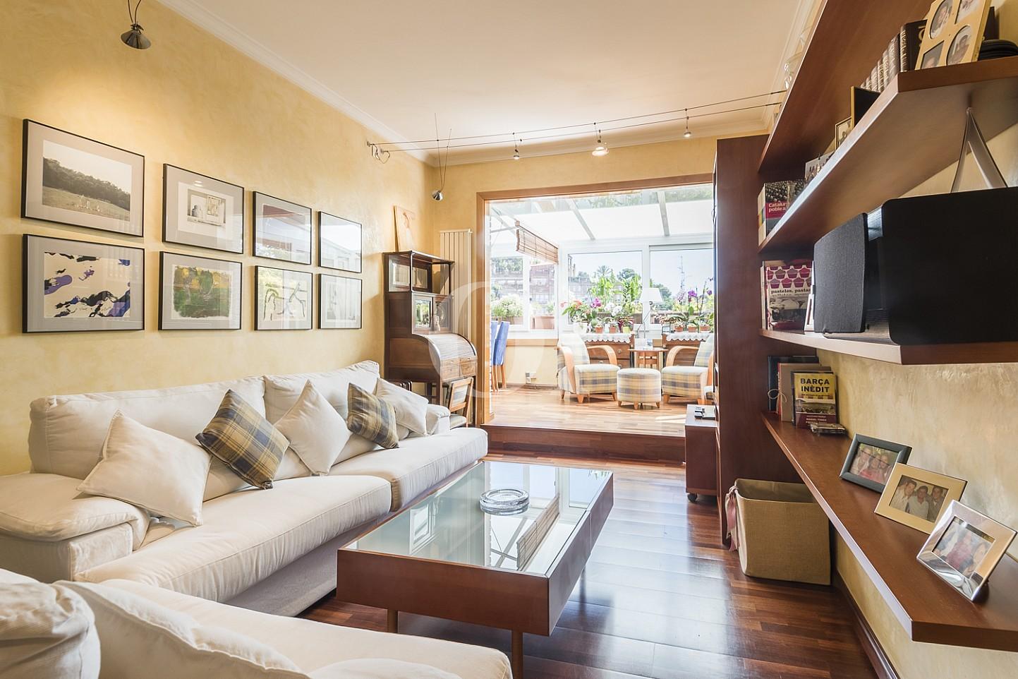 Квартира с террасой на продажу в Грасии