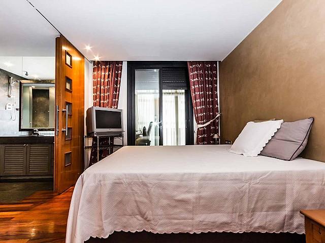 Dormitorio principal de lujoso apartamento en alquiler en Sant Gervasi - Galvany