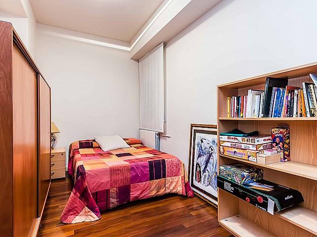 Вид спальни в впечатляющих апартаментах в аренду в Барселоне