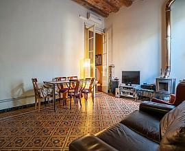 Preciosa casa en venta a reformar con suelos hidráulicos en Sant Andreu, Barcelona