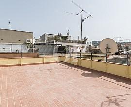 Продается полностью отрестарированное здание в Раваль