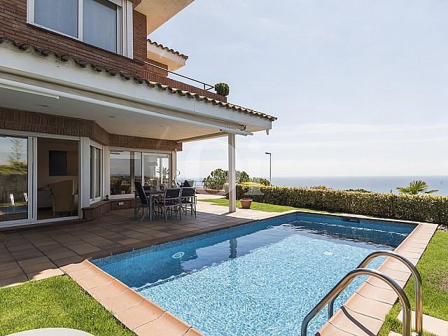 Casa en alquiler con magníficas vistas al mar en urbanización en Sant Berges en Teià