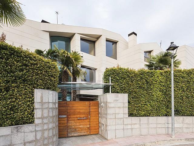 Spectacular high standing villa for sale in Alella, Maresme