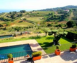 Schöne rustikale Bauernhaus mit großem Grundstück und einen herrlichen Blick in Alella , Maresme