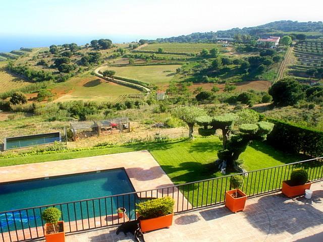 Preciosa masia amb gran parcel•la rústica i magnífiques vistes a Alella, Maresme