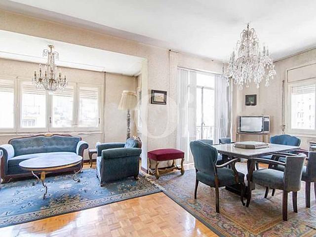 Large apartment to renovate in Sant Gervasi-Galvany, Barcelona