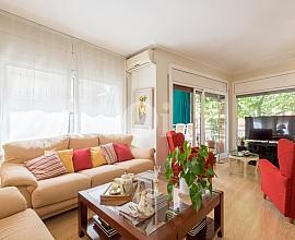 Ampli, lluminós i renovat pis en venda a prop de la Bonanova i Mandri
