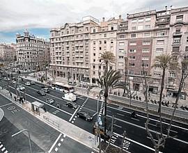 146 m2 Wohnung zum Verkauf zu reformieren in prächtigem Gebäude neben Francesc Macià
