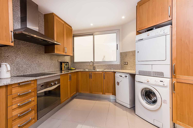 Cuisine équipée dans un luxueux appartement en vente a Eixample Barcelone