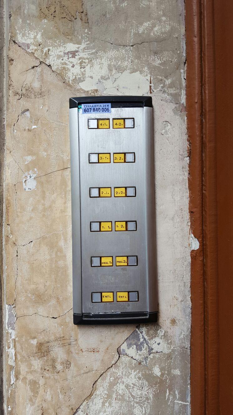 Exclusiva finca modernista en venta en Camp de l'Arpa, Barcelona