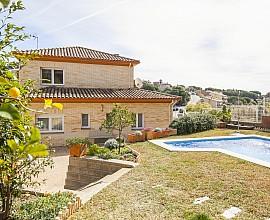 Einfamilienhaus zum Verkauf nur 400 Meter vom Strand in Arenys de Mar, Maresme