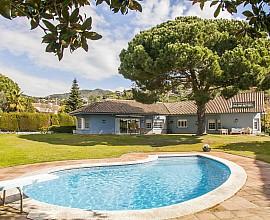 Gran casa unifamiliar en venta con preciosas vistas al mar en Can Tolrà, Cabrils, Maresme